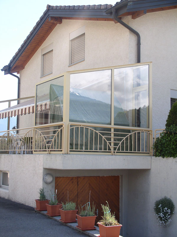 proteger sa terrasse du vent interesting nos ides dco pour installer une pergola terrasse et. Black Bedroom Furniture Sets. Home Design Ideas